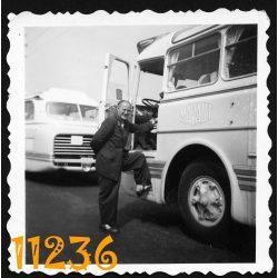 Ikarus 55 Mávaut autóbusz sofőrjével, jármű, közlekedés, 1960-as évek, Eredeti fotó, papírkép.