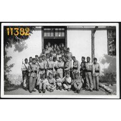 Eredeti fotó, papírkép. katonák puskával 1920-as évek, Magyarország