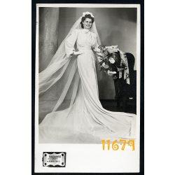 Rozgonyi Dezső műterme, menyasszony virággal, esküvő, ünnep, elegáns hölgy, fátyol, divat, Budapest, 1930-as évek Eredeti fotó, papírkép.