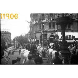 Budapest, Blaha Lujza tér, Rákóczi út, ünnepi felvonulás, DREHER csololádé reklám, temetés(?), város, utcakép, 1930-as évek, Eredeti fotó negatív!