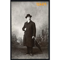 Szilágyi műterem, elegáns úr kalapban, esernyővel, Budapest, 1900-as évek, Magyarország,  Eredeti fotó, papírkép.