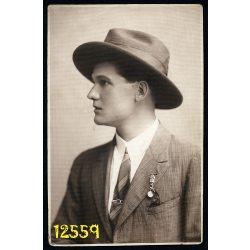 Pál műterem, Keszthely, elegáns férfi kalapban, portré, 1920-as évek,  Eredeti fotó, papírkép.