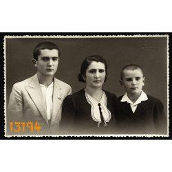 Auer műterem, Szeged, anya fiaival, család, sorszámozott fotó, 1930-as évek, eredeti fotó, papírkép.