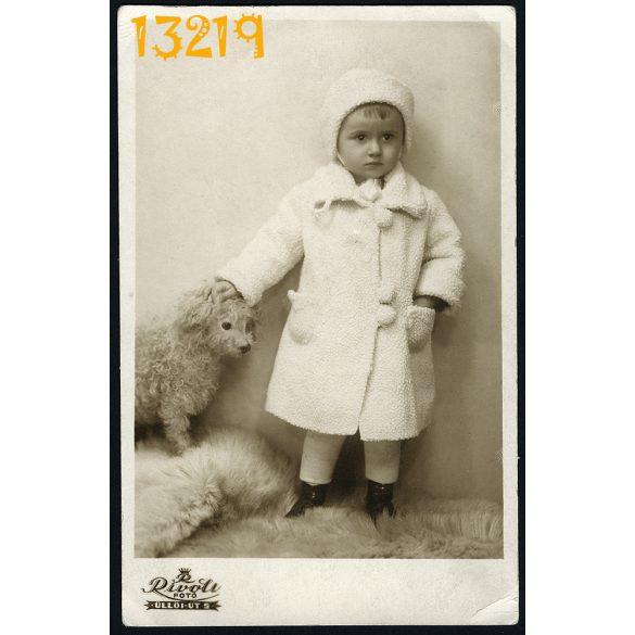 Rivoli műterem, Budapest, gyerek kutyával, télikabát, állat, 1932, 1930-as évek, Eredeti fotó, papírkép.