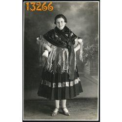 Lampel műterem, Orosháza, nő népviseletben, kendő, ünnep, 1930-as évek, Eredeti fotó, papírkép.