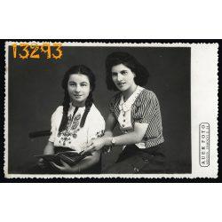 Auer műterem, Szeged, anya lányával, copf, divat, 1941, 1940-es évek, Eredeti fotó, papírkép.