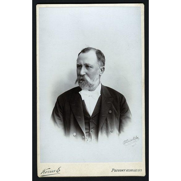 Kozics Ede műterem, Pozsony (Pressburg, Bratislava) elegáns úr, bajusz, portré, 1903, Eredeti nagyméretű kabinet fotó.