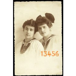 Rácz műterem, elegáns hölgyek masnival, portré, Budapest, 1917, 1910-es évek, Eredeti fotó, papírkép.