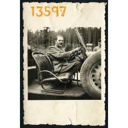 Eredeti fotó, papírkép. közlekedés, jármű, katonai autó, kabrió, egyenruha, 2. világháború  1940-es évek,