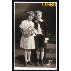 Leon műterem, elsőáldozó gyerekek virággal, ünneplő ruhában, vallás, egyház, Budapest, 1931, 1930-as évek, Eredeti fotó, papírkép.