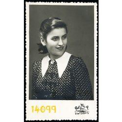 Rayki műterem, Orosháza, csinos fiatal hölgy portréja, modern kosztüm, divat,  1941, 1940-es évek, Eredeti fotó, papírkép.