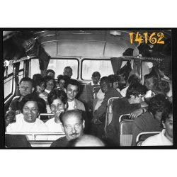 utazás Ikarus buszon, buszbelső, jármű, közlekedés 1950-es évek, Eredeti fotó, papírkép.