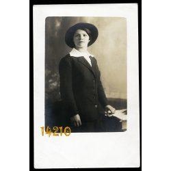 Elektra műterem, elegáns hölgy kalapban, Budapest 1910-es évek, Eredeti fotó, papírkép.