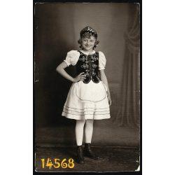 Erzsébet műterem, Pesterzsébet (Budapest),  kislány ünneplő ruhában, népviselet, nemzeti, 1939., 1930-as évek, eredeti fotó, papírkép.
