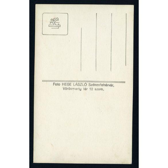 Hege műterem, Székesfehérvár, iskolás fiú sapkában, sapkajelvény, 1930-as évek, Magyarország, Eredeti fotó, papírkép.