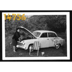 Hölgy Wartburg gépkocsival, autó, jármű, közlekedés, 1960-as évek, Eredeti fotó, papírkép.