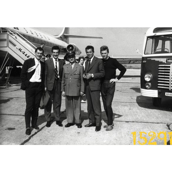 Ferihegy, repülőtér, Ikarus autóbusz, Sabena, Malév, Caravel repülőgép, jármű, közlekedés 1960-as évek, Eredeti fotó, papírkép.