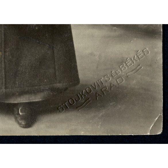 Stojkovits műterem, Arad, elegáns hölgy különös kalapban, retikül, divat, 1911, eredeti fotó, papírkép.