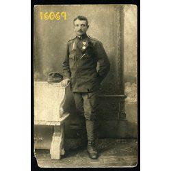 Eredeti fotó, papírkép. katona, I. világháború, érem, kitüntetés, egyenruha, Takaró László, 1910-es évek