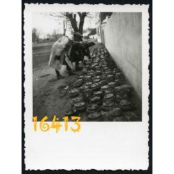 katonák aknákkal, Délvidék, 2. világháború, 1940-es évek, Eredeti fotó, papírkép.