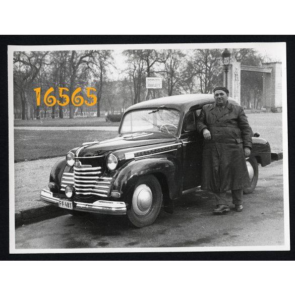 Opel Olympia, sofőr bőrkabátban, jármű, közlekedés, Budapest, szocializmus, 1950-es évek, Eredeti fotó, papírkép.