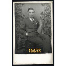 Elegáns férfi hegedűvel, zene, hangszer, Magyarország, 1920-as évek, Eredeti fotó, papírkép.