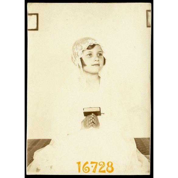 Lány ünneplő ruhában, elsőáldozó, vallás, 1920-as évek, Eredeti fotó, papírkép.