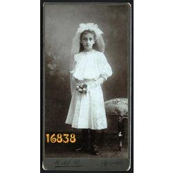 Medek műterem, elsőáldozó, lány virágokkal, ünneplő ruhában, portré, Budapest, 1890-es évek, Eredeti kabinet fotó.