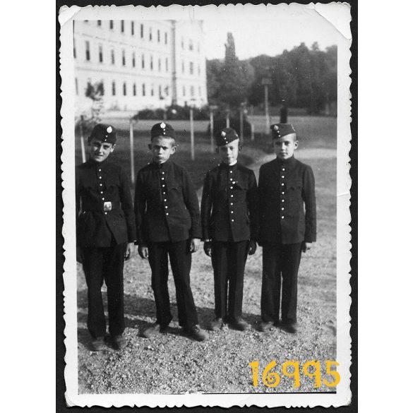 Eredeti papírkép. Budapest, Ludovika, tisztképzős fiúk, egyenruha, katonai iskola 1930-as évek,
