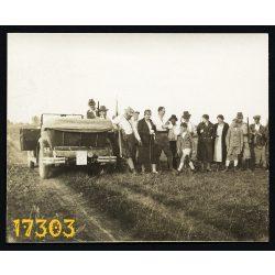 Vadászat, Bikács, kabrió autó, jármű, közlekedés, puska, 1930-as évek, Eredeti fotó, papírkép.