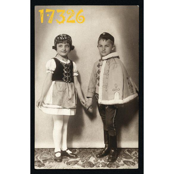 Klein Pál műterme, Győr, gyerekek huszár egyenruhában, népviselet, 1930-as évek, Eredeti fotó, papírkép.