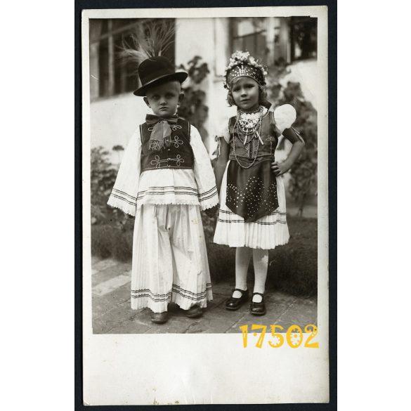 Tolna, gyerekek nemzeti- népviseletben, árvalányhaj, ünneplő 1930-as évek, Eredeti fotó, papírkép.