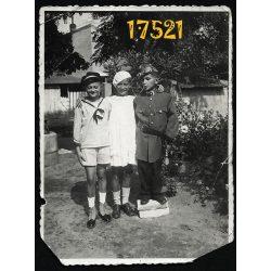 Kisfiú katonai egyenruhában, matrózblúz, motoros szemüveg, vicces  1935, Eredeti fotó, papírkép.
