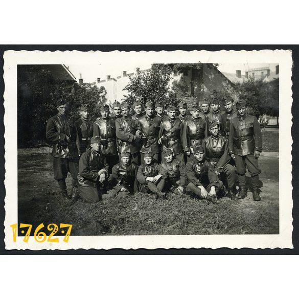 Tüzérek, magyar katonák bőrkabátban, 2. világháború,  1940-es évek, Eredeti fotó, papírkép.