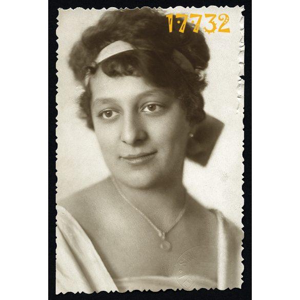 Singer Rózsi műterem, Temesvár, elegáns hölgy nyaklánccal, 1919, Eredeti fotó, papírkép.