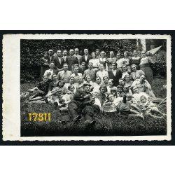 Menyháza (Moneasa), Arad megye, Erdély, csoportkép borosüveggel, foto Silaghi Sebis (Borossebes) 1938, Eredeti fotó, papírkép.