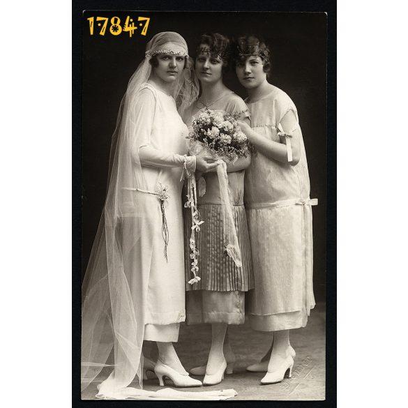 Brenner műterem, Szeged, esküvő, menyasszony, elegáns lányok virággal, 1920-as évek,  Eredeti fotó, papírkép.