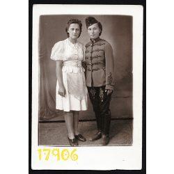 Pottok műterem, Nagykáta, nő huszár egyenruhában, 2. világháború, 1942, 1940-es évek, Eredeti fotó, papírkép.