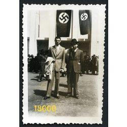Náci zászlókkal a B.N.V.-n, Budapest, vásár, 1941, 1940-es évek, Eredeti fotó, papírkép.