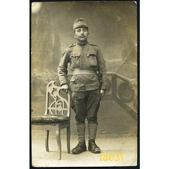 Urai műterem, Arad, K.u.K. katona egyenruhában, bajonettel, 1. világháború, 1910-es évek, Eredeti fotó, papírkép.