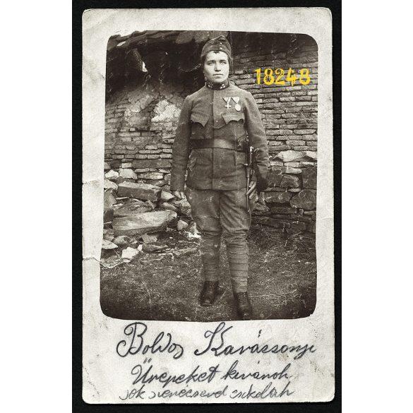 Katona egyenruhában,  Nagysink, Erdély, kitüntetés, bajonett, 1. világháború, Karácsony, 1917, 1910-es évek, Eredeti fotó, papírkép.