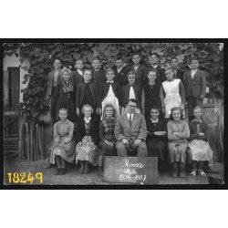 Mocsa, általános iskolai osztálykép, tanár, tanulók, iskola, 1957, 1950-es évek, Eredeti fotó, papírkép.