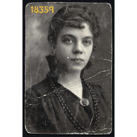 Elegáns hölgy gyöngysorral, igazolványkép, Nemzeti Sportuszoda belépő, Budapest, 1937, 1930-as évek, Eredeti fotó, papírkép.