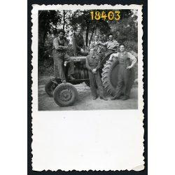 Ádánd, munkások Zetor traktoron, mezőgazdaság, gép, 1957, 1950-es évek, Eredeti fotó, papírkép.