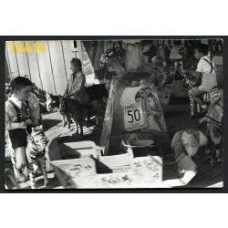 Vidámpark, búcsú, körhinta, játék, gyerekek, '1 menet 50 fillér', Magyarország 1950-es évek, Eredeti fotó, papírkép.