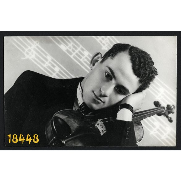 Burkos műterem Szilágysomlyó (Simleu Silvaniei), Erdély, fiú hegedűvel, különös háttér, zene, 1941, 1940-es évek, Eredeti fotó, papírkép.