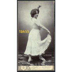 Piétsch műterem, Szabadka, Vajdaság, Gerlaky Hermin kolozsvári primadonna, színésznő táncos portréja, különös fejdísz, 1900-as évek, Eredeti nagyméretű kabinet fotó.
