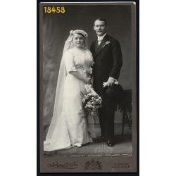 Schmidt műterem, Budapest, elegáns pár esküvője, menyasszony, ünnep, virág,  1890-es évek, Eredeti nagyméretű kabinet fotó.