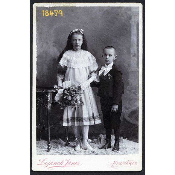 Lojanek műterem, Nagyvárad, Erdély, gyerekek, testvérek, ünneplő ruha, virág, 1880-as évek, Eredeti kabinet fotó.