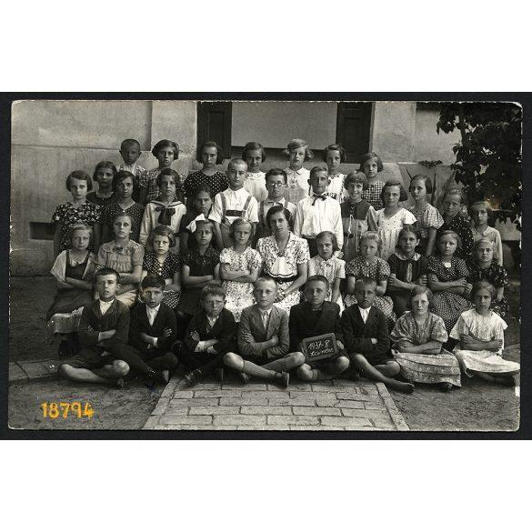 Szarvas, 1937/38-as tanév, osztálykép, gyerek, tanár, 'Sápszki János', iskola, 1930-as évek, Eredeti fotó, papírkép.